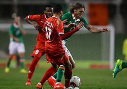 Ireland's Jeff Hendrick is tackled by Oman's Ali Sulaiman Rashid Al Busaidi - Mandatory by-line: Ken Sutton/JMP - 31/08/2016 - FOOTBALL - Aviva Stadium - Dublin,  - Republic of Ireland v Oman -