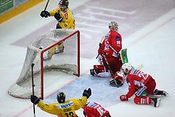 14.04.2019, Albert Schultz Halle, Wien, AUT, EBEL, Vienna Capitals vs EC KAC, Finale, 1. Spiel, im Bild v.l. Torjubel Emil Romig (spusu Vienna Capitals) und des Torschuetzen zum 3:2 in der Verlaengerung Sondre Olden (spusu Vienna Capitals), Patrick Harand (EC KAC), Lars Haugen (EC KAC) und Martin Schumnig (EC KAC) // during the Erste Bank Icehockey 1st final match between Vienna Capitals and EC KAC at the Albert Schultz Halle in Wien, Austria on 2019/04/14. EXPA Pictures © 2019, PhotoCredit: EXPA/ Thomas Haumer
