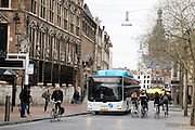 In Nijmegen rijden fietsers en stadsbussen over dezelfde weg in de binnenstad.<br /> <br /> In Nijmegen cyclists and busses share the space at the city center.