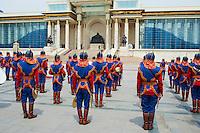 Mongolie, Oulan Bator, Place Sukhbaatar, palais du gouvernement et statue de Gengis Khan, ceremonie officielle. // Mongolia, Ulan Bator, Sukhbaatar square, Government palace, Gengis Khan statue, official ceremony.