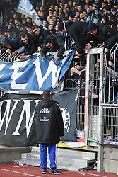 Football: Germany, 1. Bundesliga, Braunschweig, 15.02.2014<br />Rafael van der Vaart (Hamburger SV) and fans<br /> copyright: pixathlon