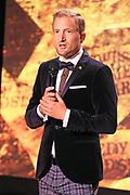 Moderator des Abends Stefan Büsser. Verleihung der Swiss Comedy Awards am 20. September 2020 im Bernhard Theater Zürich.