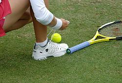 22-06-2006 TENNIS: ORDINA OPEN: ROSMALEN<br /> Racket - bal - schoenen - tennis item<br /> ©2006-WWW.FOTOHOOGENDOORN.NL
