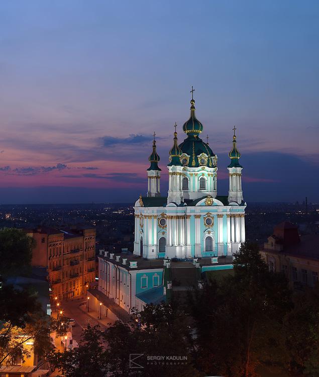 Вечерняя гигапиксельная панорама Андреевской Церкви, Киев. Архитектор: Растрелли.<br /> <br /> Andreevskaya Church at night, Kyiv, Ukraine