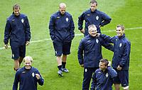 GEPA-1706085513 - INNSBRUCK,AUSTRIA,17.JUN.08 - FUSSBALL - UEFA Europameisterschaft, EURO 2008, Nationalteam Schweden, Abschlusstraining. Bild zeigt (h.v.l.) Niclas Alexandersson, Fredrik Ljungberg, Tobias Linderoth, (v.v.l.) Mikael Dorsin, Co-Trainer Roland Andersson, Andreas Isaksson und Markus Rosenberg (SWE).<br />Foto: GEPA pictures/ Andreas Pranter