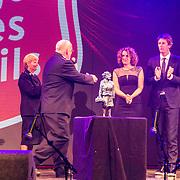 NLD/Hilversum/20140517 - Edwin van der Sar Foundation ontvangt de Majoor Bosshardt Prijs 2014, Edwin van der Sar en partner Annemarie met de prijs