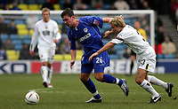 Fotball<br /> Championship England 2004/05<br /> Millwall v Leeds<br /> 6. mars 2005<br /> Foto: Digitalsport<br /> NORWAY ONLY<br />  Millwall Peter Sweeney and Leeds Michael Gray battle for the ball