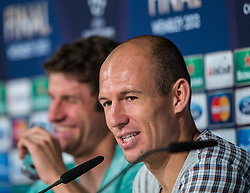 14-05-2013 VOETBAL: PERSCONFERENTIE FC BAYERN MUNCHEN: MUNCHEN<br /> Arjen Robben during the open media day of FC Bayern Munich in front of the UEFA Champions League Final 2013 <br /> ***NETHERLANDS ONLY***<br /> ©2013-FotoHoogendoorn.nl
