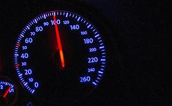THEMENBILD - Tempo 100 auf Autobahn, aufgenommen am 19.08.2015 auf der A12 Inntalautobahn, Im Bild der Tacho, der 100 km/h anzeigt. EXPA Pictures © 2015, PhotoCredit: EXPA/ Jakob Gruber