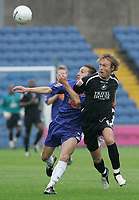Photo: Dave Howarth.<br />Stockport County v Swansea City. The FA Cup.<br />05/11/2005. Swansea's Paul Connor (R) battles with Stockport's Mark Robinson