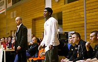 Basketball<br /> BLNO<br /> 16.11.2003<br /> Bærums Verk Jets v Kongsberg Penguins<br /> Isaac Bullock - Kongsberg<br /> Åke Bärlin - trener Kongsberg<br /> Foto: Morten Olsen, Digitalsport