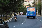 Belo Horizonte_MG, Brasil...Transito em uma rua de Belo Horizonte...The Traffic in street in Belo Horizonte...FOTOS: JOAO MARCOS ROSA /  NITRO