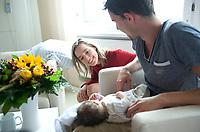 DEU, Deutschland, Germany, Berlin, 27.06.2012: <br />Bundesfamilienministerin Kristina Schröder (CDU) besucht eine junge Familie auf der Geburtsstation der Charite.