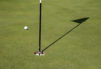 AMSTERDAM   - meter van de hole.  Golf, regels,    COPYRIGHT KOEN SUYK