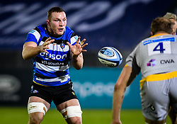 Sam Underhill of Bath Rugby catches a pass - Mandatory by-line: Andy Watts/JMP - 08/01/2021 - RUGBY - Recreation Ground - Bath, England - Bath Rugby v Wasps - Gallagher Premiership Rugby