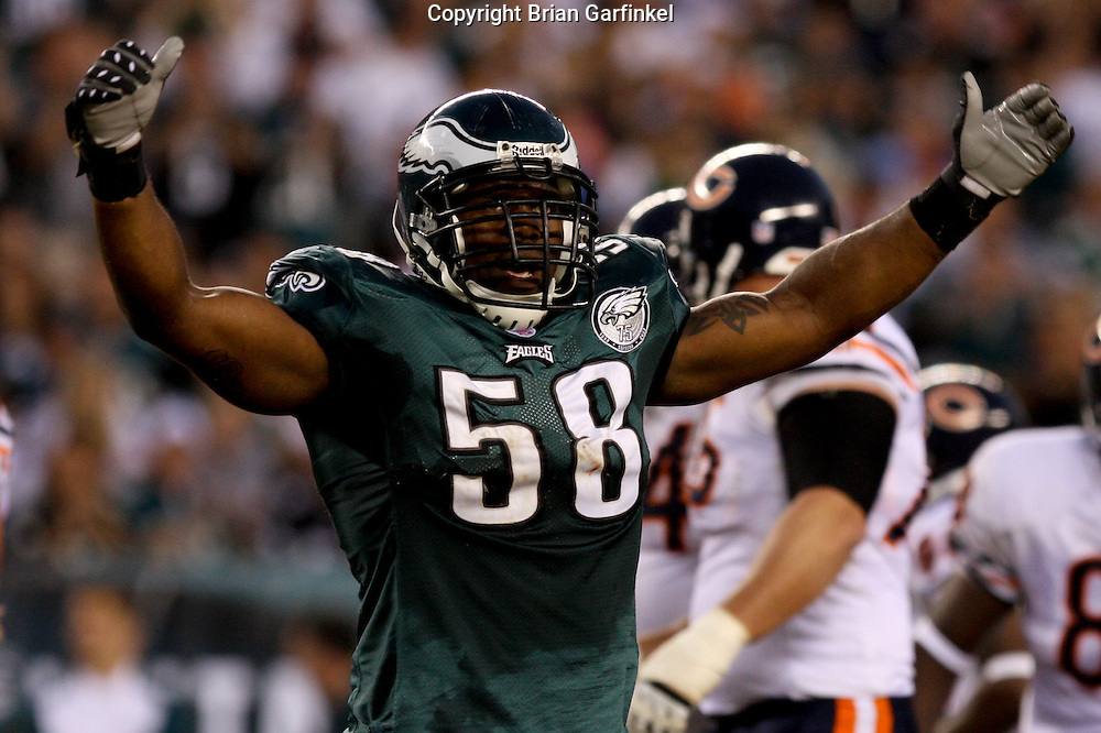 PHILADELPHIA - OCTOBER 21: Philadelphia Eagle's Trent Cole #58 gets the crowd involved during the game against the Chicago Bears on October 21, 2007 at Lincoln Financial Field in Philadelphia, Pennsylvania. The Bears won 19-16.