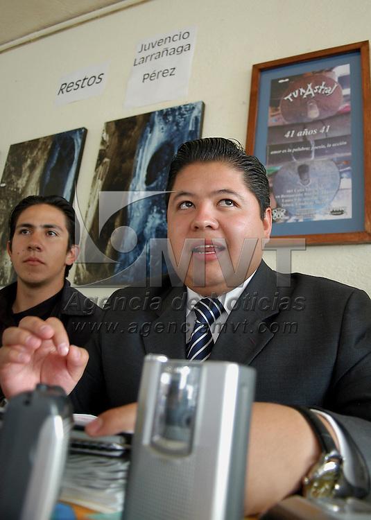 """Toluca, Méx.- Gustavo Mendoza Figueroa, lider del FJR del PRI habla con periodistas para dar a conocer el """"manifiesto del joven revolucionario"""". Agencia MVT / Hernan Vazquez E. (DIGITAL)<br /> <br /> NO ARCHIVAR - NO ARCHIVE"""