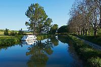 France, Aude (11), navigation sur le Canal du Midi, classé Patrimoine Mondial de l'UNESCO // France, Languedoc-Roussillon, Aude (11), navigation on the Canal du Midi
