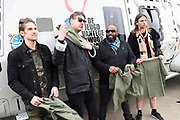 Vertrek bands  met helikopters naar de bevrijdingsfestivals vanaf vliegbasis Gilzerijen<br /> <br /> Op de foto:  De Jeugd van Tegenwoordig met Willie Wartaal, Vieze Fur en Faberyayo  en producent Bas Bron