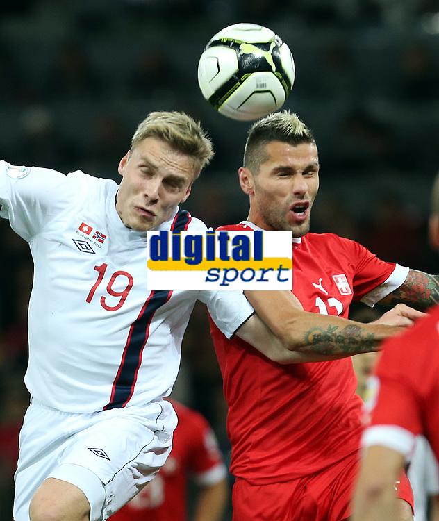 Bern, 12.10.2012, Fussball WM 2014 Quali, Schweiz - Norwegen, Ruben Yttergard Jenssen (NOR) gegen Valon Behrami (SUI) (Pascal Muller/EQ Images)
