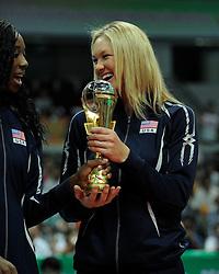 29-08-2010 VOLLEYBAL: WGP FINAL AWARDING CEREMONY: BEILUN NINGBO<br /> The World Grand Prix Award 2010 for Destinee Hooker and Jennifer Tamas<br /> ©2010-WWW.FOTOHOOGENDOORN.NL