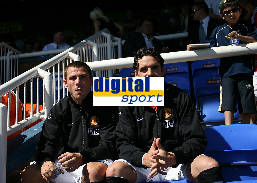 Photo: Paul Thomas.<br /> Peterborough United v Manchester United. Pre Season Friendly. 04/08/2007.<br /> <br /> New signing Owen Hargreaves (R) of Utd starts from the bench.