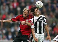 Fotball<br /> Bundesliga Tyskland<br /> Foto: Witters/Digitalsport<br /> NORWAY ONLY<br /> <br /> 28.10.2006<br /> <br /> v.l. Sergej Barbarez, Ze Antonio Bayer<br /> <br /> Bundesliga Borussia Mönchengladbach - Bayer 04 Leverkusen 0:2