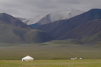 Mongolie. Province de Bayan Olgii. Yourte kazakh dans le massif de l'Altai. // Mongolia. Bayan Olgii province. Yurt on the Altai mountain.