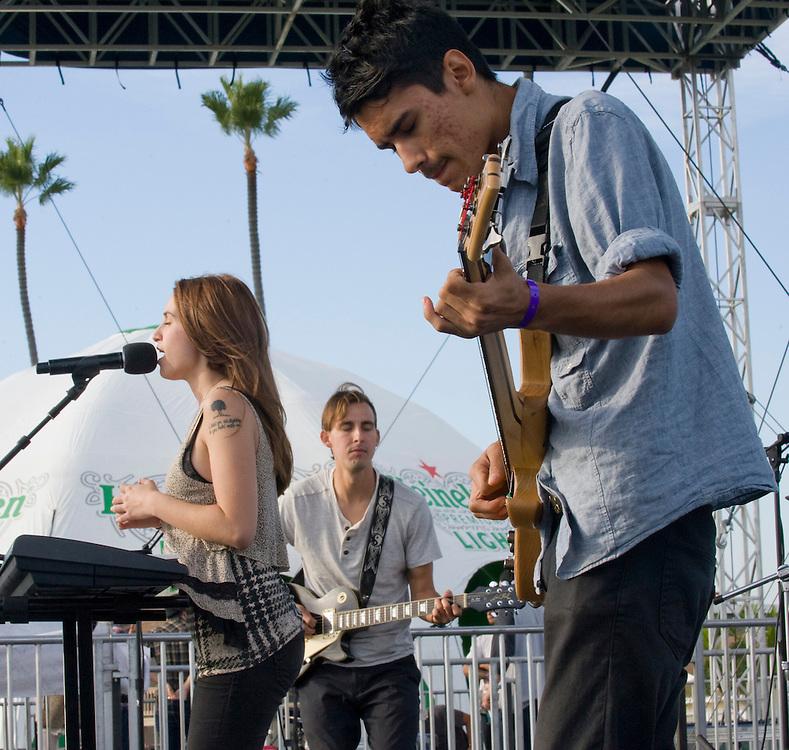 Enjuillet members Ela Kitapci, left, Taylor Morrow and Spencer Collins perform Saturday at the Balboa Beach Music Fest.