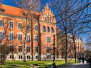 Collegium Witkowskiego (Collegium Phisicum im. Augusta Witkowskiego) przy ul. Gołębiej 13 w Krakowie, w którym mieści się Instytut Historii Uniwersytetu Jagiellońskiego. Na drugim planie  budynek Collegium Novum.