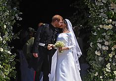 Prince Harry and Meghan Markle kiss - 19 May 2018