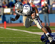 Kansas State running back Leon Patton (14) brakes away from a tackle against Kansas in the first half at Memorial Stadium in Lawrence, Kansas, November 18, 2006.  Kansas beat K-State 39-20.<br />