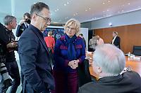 04 MAR 2020, BERLIN/GERMANY:<br /> Heiko Maas, SPD, Bundesaussenminister, Christine Lambrecht, SPD, Bundesjustizministerin, Horst Seehofer, CSU, Bundesinnenminister, (v.L.n.R.), im Gespraech, vor Beginn der Kabinettsitzung, Bundeskanzleramt<br /> IMAGE: 20200304-01-028<br /> KEYWORDS: Kabinett, Sitzung, Gespräch