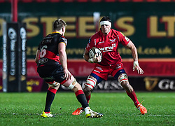 Scarlets' Aaron Shingler in action during todays match<br /> <br /> Photographer Craig Thomas/Replay Images<br /> <br /> Guinness PRO14 Round 13 - Scarlets v Dragons - Friday 5th January 2018 - Parc Y Scarlets - Llanelli<br /> <br /> World Copyright © Replay Images . All rights reserved. info@replayimages.co.uk - http://replayimages.co.uk
