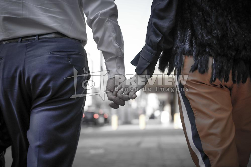 O Prefeito Nelson Marchezan Junior de mãos dadas com a esposa Tainá Vidal. FOTO: Jefferson Bernardes