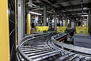 Piacenza, Castel San Giovanni, Amazon logistic center, Nastri trasportatori, sono lunghi circa 20 km e uniscono tutte le aree del centro di distribuzione