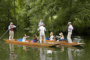 The Dangerous Sports Club host the innauguaral Oxford V  Cambridge Punt Race. University Parks. Oxford. 25 June 2005. 25 June 2005. ONE TIME USE ONLY - DO NOT ARCHIVE  © Copyright Photograph by Dafydd Jones 66 Stockwell Park Rd. London SW9 0DA Tel 020 7733 0108 www.dafjones.com