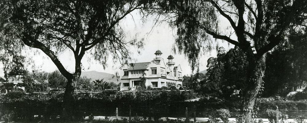 1906 Paul DeLongpre's residence on Cahuenga Ave.