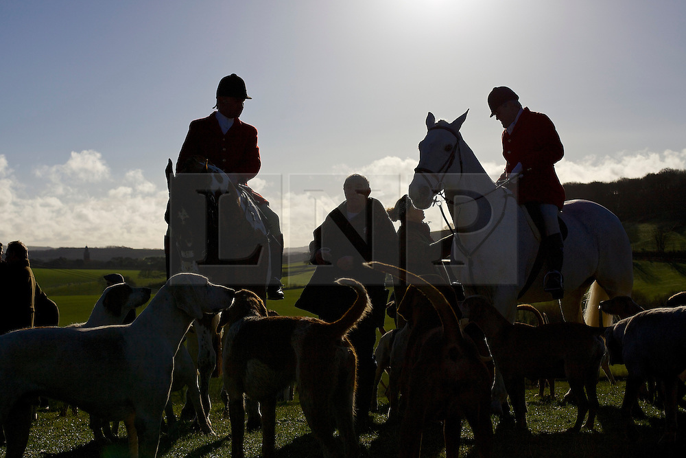 © Licensed to London News Pictures.  Carisbrooke, Isle of Wight, 26/12/2013 - Members of the Isle of Wight Hunt taking part in the traditional Boxing Day hunt.. Photo credit : ROB ARNOLD/LNP