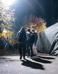 23.10.2015, Grenzübergang, Salzburg - Freilassing, GER, Flüchtlingskrise in der EU, im Bild Flüchtlinge kommen in Deutschland an, nachdem Sie die Brücke überquert haben. Das verschärfte deutsche Gesetzespaket für Asylwerber ist bereits in Kraft getreten damit der Rekordmigrantenzustrom bewältigt werden kann // Refugees arrive in Germany after you have crossed the bridge. Germany tightens asylum rules from today to cope with record migrant influx, Austrian - German Border, Freilassing on 2015/10/23. EXPA Pictures © 2015, PhotoCredit: EXPA/ JFK