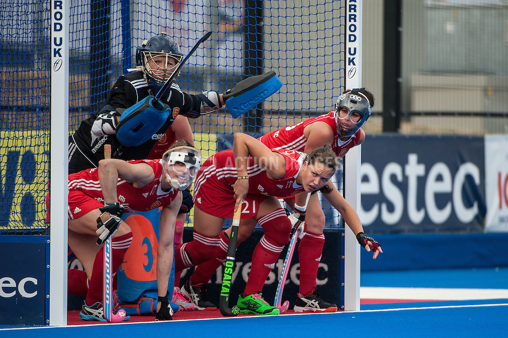 England line up to defend a penalty corner against South Africa during the Final of the Investec London Cup. Lee Valley Hockey & Tennis Centre, London, UK on 13 July 2014. Photo: Simon Parker