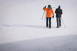 THEMENBILD - Skifahrer am Skigebiet Kitzsteinhorn , aufgenommen am 21. Oktober 2020 in Kaprun, Österreich // Skiers at the Kitzsteinhorn ski resort, Kaprun, Austria on 2020/10/21. EXPA Pictures © 2020, PhotoCredit: EXPA/ JFK