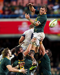 Duane Vermeulen of South Africa taking the line out ball- Mandatory by-line: Steve Haag/JMP - 23/06/2018 - RUGBY - DHL Newlands Stadium - Cape Town, South Africa - South Africa v England 3rd Test Match, South Africa Tour
