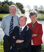 Rijswijkse Golfclub vlnr manager Bas Overwater, voorzitter Roel Jense  en Jeanette Maier (scretaris).