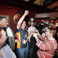 Nederland, Amsterdam , 3 april 2011..220 organisaties hebben zich aangemeld om dit jaar mee te varen met de Amsterdam Gay Pride. Organisator ProGay ontving zo'n 50 inschrijvingen meer dan vorig jaar. Omdat aan de beroemde botenparade maximaal 80 boten kunnen deelnemen, wordt er zondag 3 april geloot in café The Queen's Head. De botenparade vindt dit jaar plaats op zaterdag 6 augustus..Op de foto tot de uitverkorenen tijdens de loting was ook een transgenderboot de gelukkige..Rechts de presentatrice tijdens de loting Irene Hekelaar van pro gay..Op de foto een gelukkige uitverkorene van de Amsterdam gay rugby club.Foto:Jean-Pierre Jans