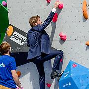 NLD/Tilburg/20170427- Koningsdag 2017, Prins Pieter-Christiaan beklimt een muur
