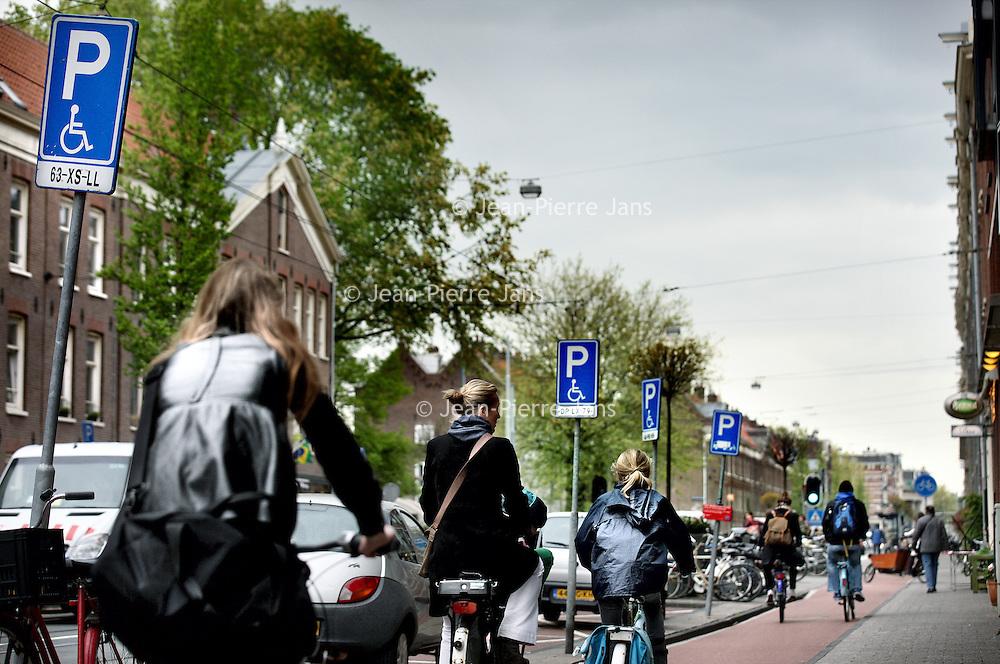 """Nederland, Amsterdam , 16 mei 2013.<br /> Een """"overkill"""" aan parkeerborden voor invaliden en laden en lossen in de Marnixstraat<br /> Foto:Jean-Pierre Jans"""