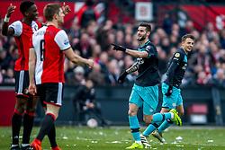 25-02-2017 NED: Feyenoord - PSV, Rotterdam<br /> 24e speelronde van seizoen 2016-2017, De Kuip / Gaston Pereiro of PSV scoort de 1-1, Santiago Arias of PSV