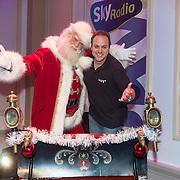 NLD/Hilversum /20131210 - Sky Radio Christmas Tree For Charity 2013, Frans Bauer en de kerstman