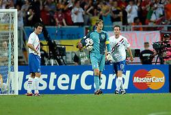 25-06-2006 VOETBAL: FIFA WORLD CUP: NEDERLAND - PORTUGAL: NURNBERG<br /> Oranje verliest in een beladen duel met 1-0 van Portugal en is uitgeschakeld / Teleurstelling bij de 1-0 vlnr v Bommel,  van der Sar en Ooijer<br /> ©2006-WWW.FOTOHOOGENDOORN.NL